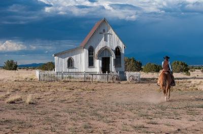 A merge sau nu la biserică? - foto de Robert G Allen de la Pro Image Photography - preluat de pe unsplash.com