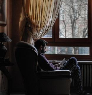 Dumnezeu nu poate folosi pe cei care stau relaxați pe fotoliile lor - imagine de Paola  Chaya - unsplash.com