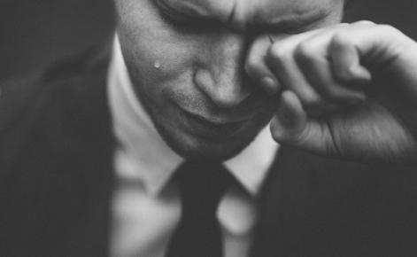 om care plânge - imagine de Tom Pumford - unsplash.com