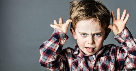 un copil cu limba scoasă - imagine preluată de pe site-ul christianheadlines.com