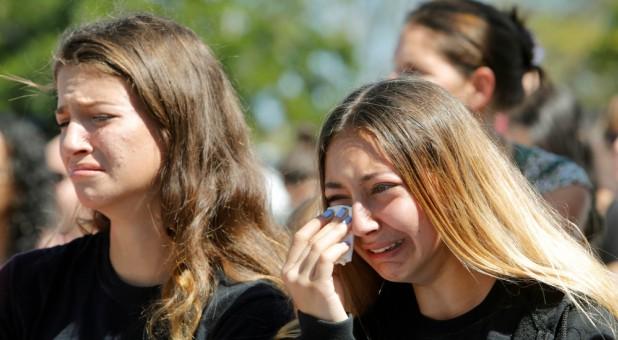 Tineri de la o intalnire din Parkland, Florida - imagine preluată de pe charismanews.com