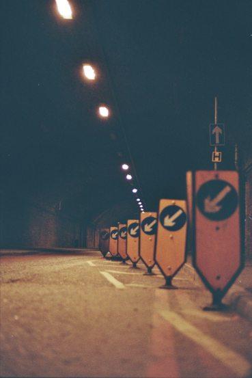 semne pe drum - imagine de 35mm - unsplash.com